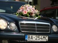 kvety na kapotu auta svadobne auto