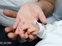 novorodene ruka