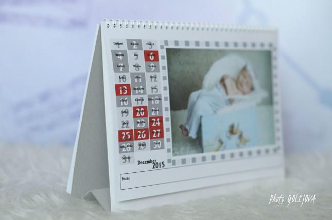 12 mesacny kalendar s menami
