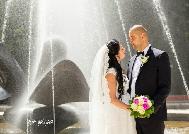 14 zalubenci pri fontane