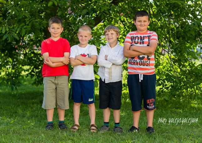 11 skupinove fotenie skoly chlapci