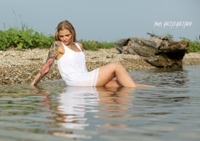 modelka vo vode