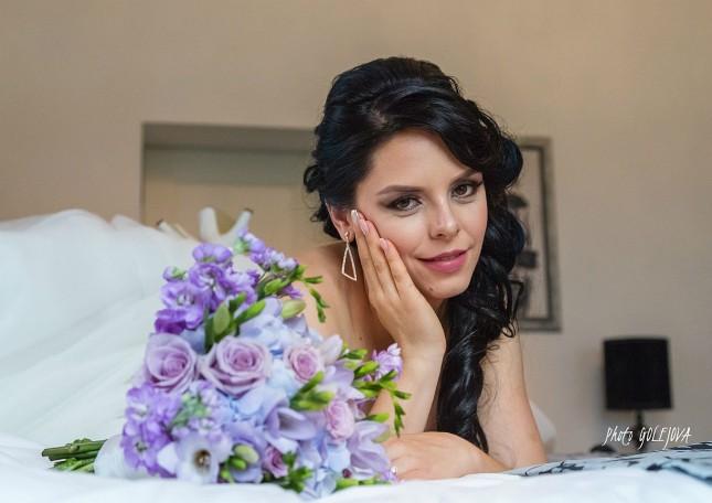 13 svadobna kytica biela fialova