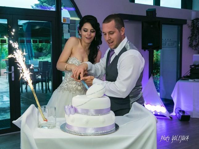 31 krajanie torty svadba