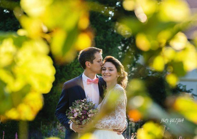 svadobny-par-vo-vinici-jesen