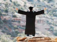 poziciavanie absolventskeho kostymu